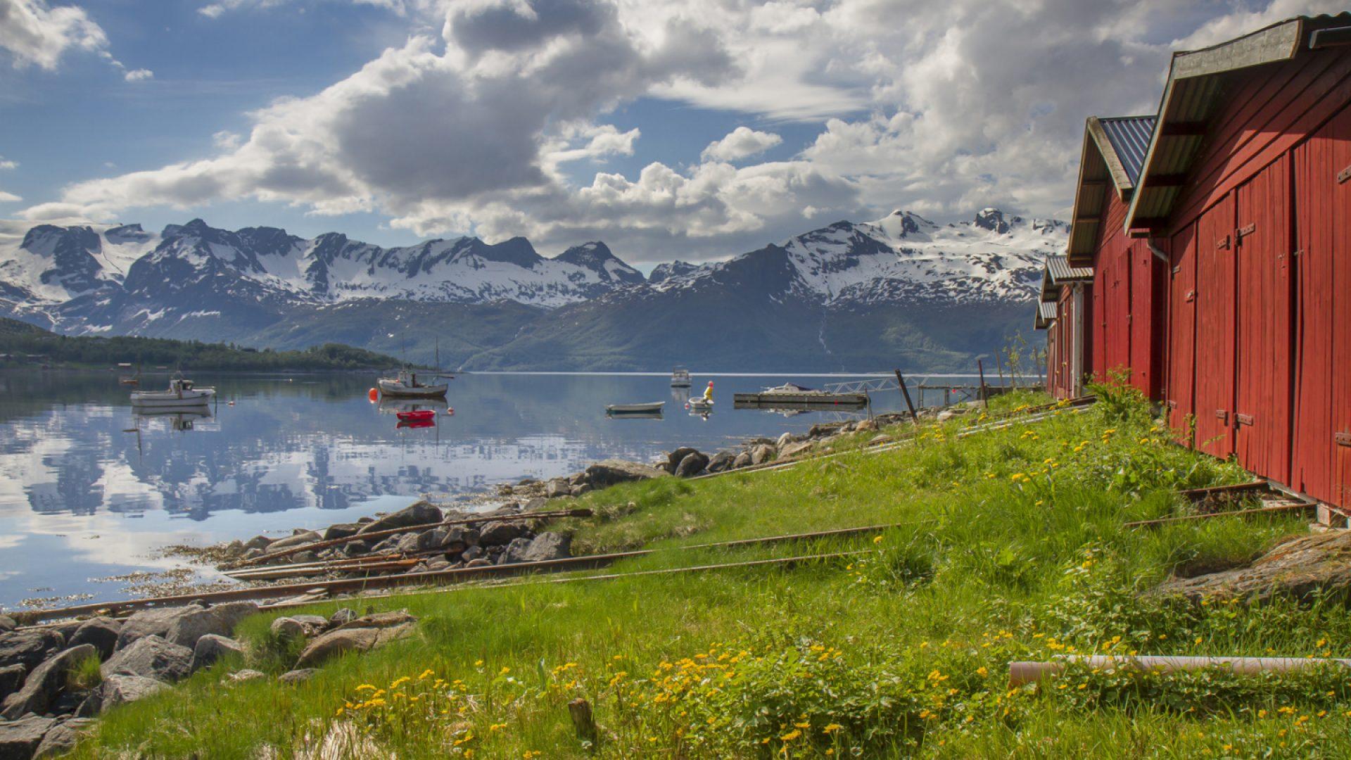 Naust ved Sandå. foto av Heid Norum.